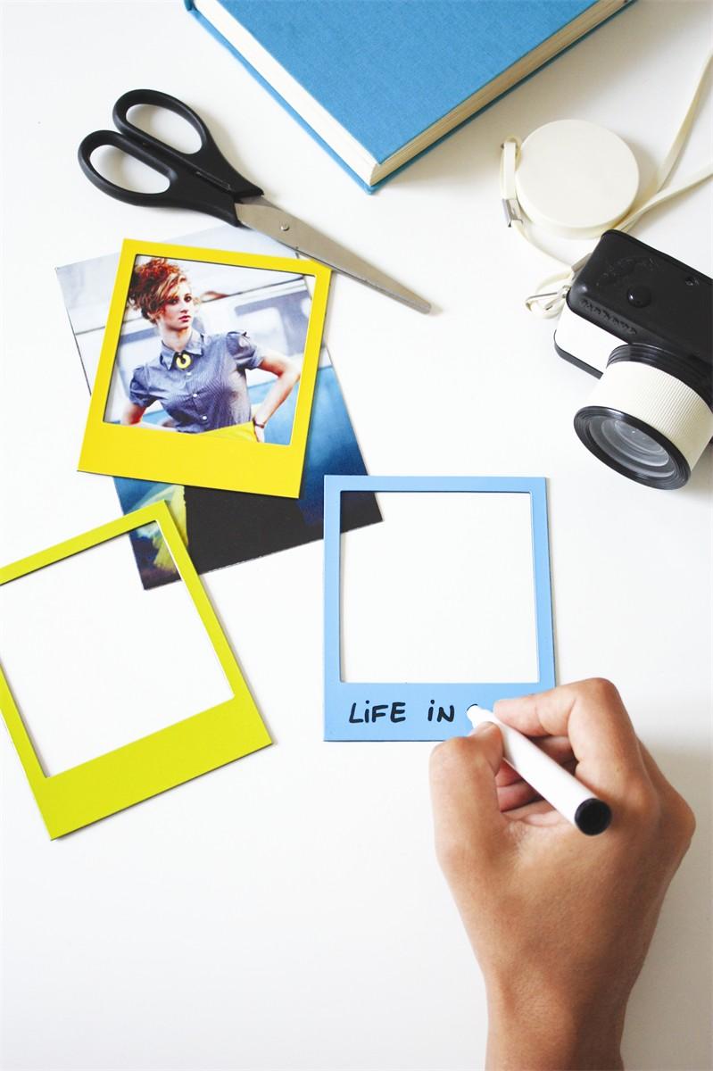 cadres photo polaroid aimant s couleurs petite d co magnet fa on pola pour le frigo super. Black Bedroom Furniture Sets. Home Design Ideas