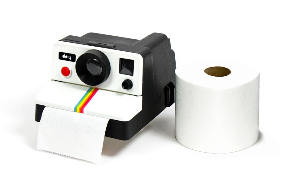 distributeur papier toilette polaroid le d rouleur pq polaroid pour wc insolite super insolite. Black Bedroom Furniture Sets. Home Design Ideas