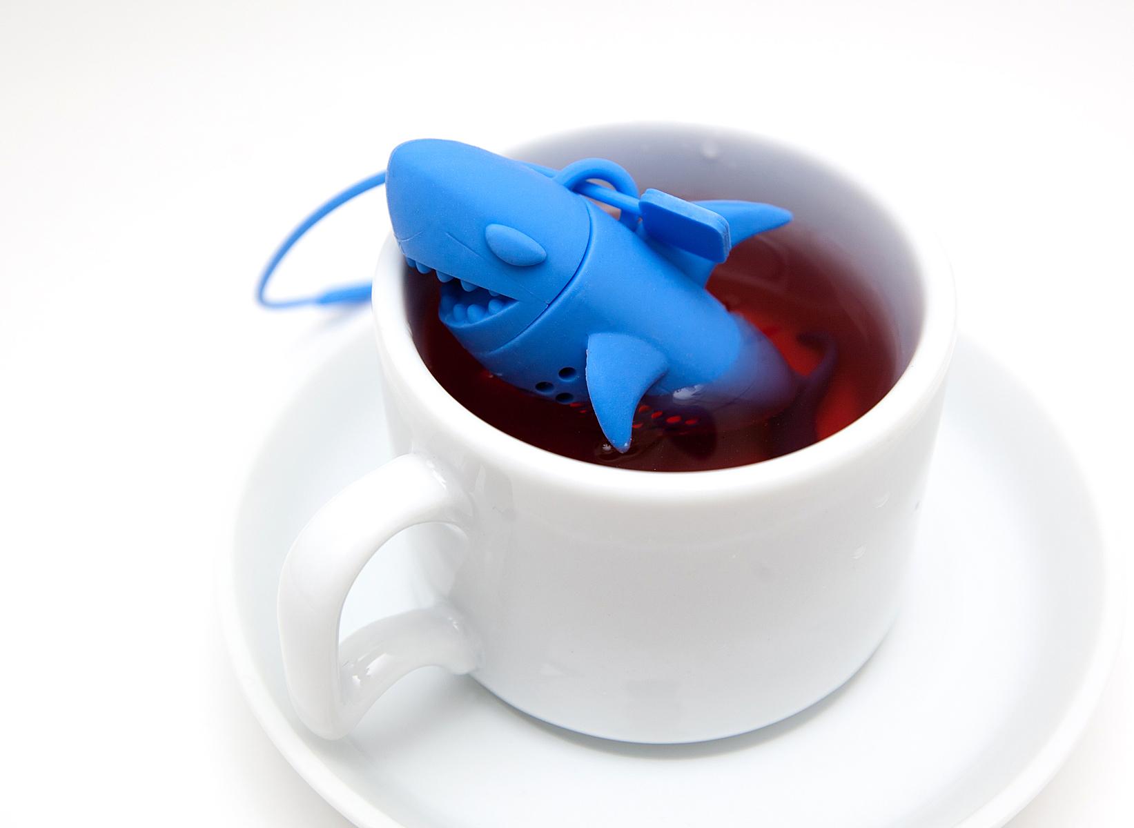 infuseur th requin les dents de la mer dans votre tasse de th super insolite. Black Bedroom Furniture Sets. Home Design Ideas