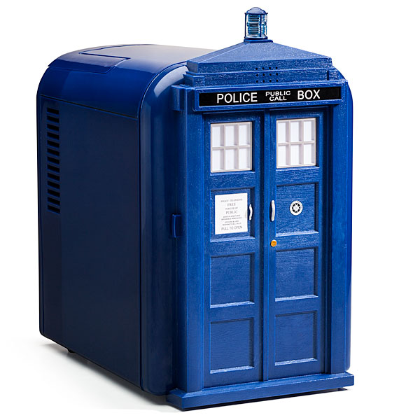 mini frigo dr who le frigo de bureau tardis de la s rie docteur who super insolite. Black Bedroom Furniture Sets. Home Design Ideas