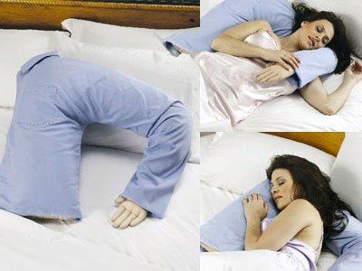 oreiller coussin c lin bras d 39 homme le coussin des c libataires pour une nuit c line super. Black Bedroom Furniture Sets. Home Design Ideas