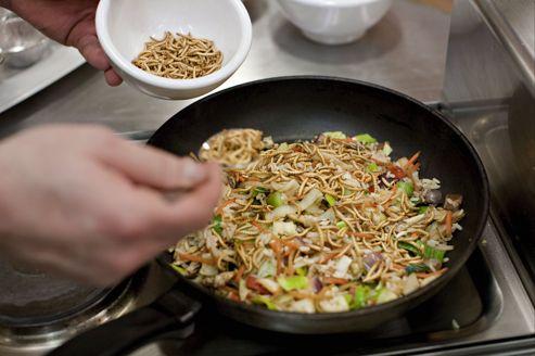 Gastronomie. Preparation d'un plat a base d'insectes comestibles