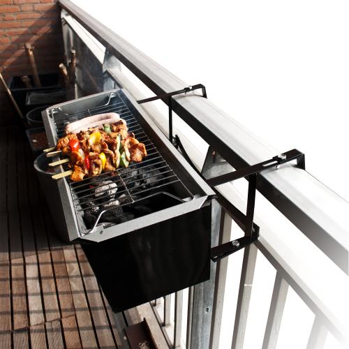 barbecue de balcon super insolite. Black Bedroom Furniture Sets. Home Design Ideas