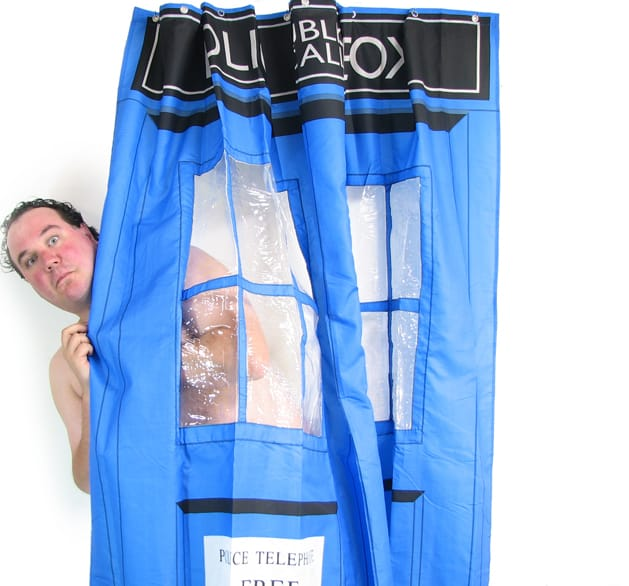 rideau de douche tardis dr who super insolite. Black Bedroom Furniture Sets. Home Design Ideas