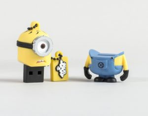 cl usb minion carl 8go super insolite. Black Bedroom Furniture Sets. Home Design Ideas