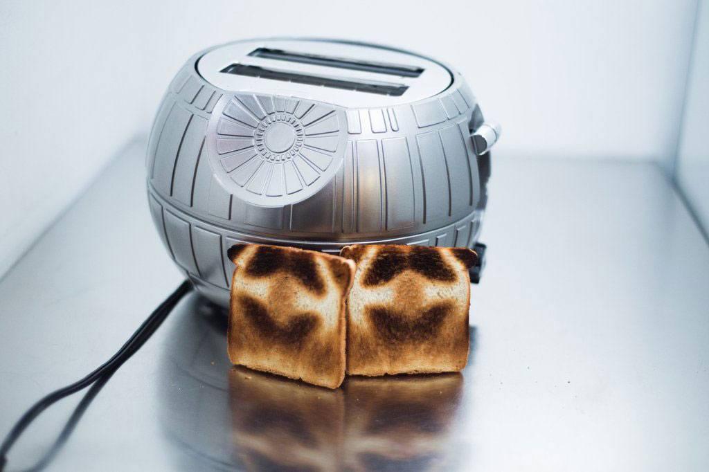 Grille pain etoile de la mort star wars super insolite - Grille pain dark vador france ...