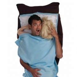 costume couple au lit