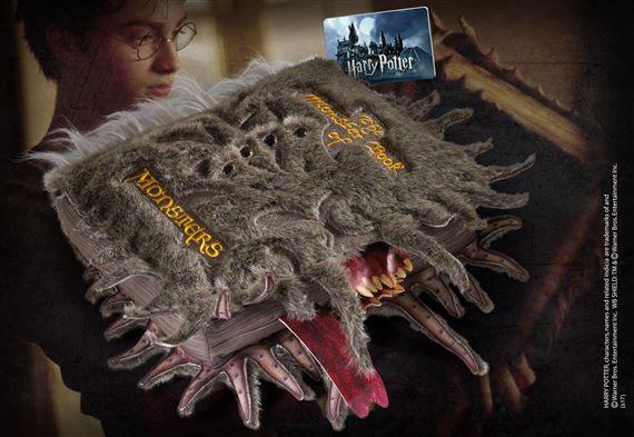 Peluche Grand Livre des Monstres Harry Potter