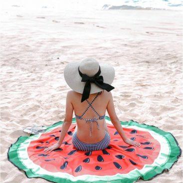 serviette de bain pastèque sur la plage