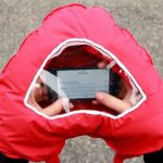 gant avec fenetre pour smartphone