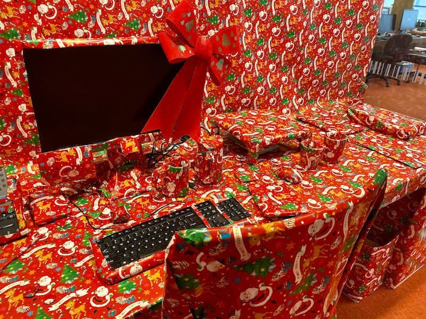 bureau emballé papier cadeau