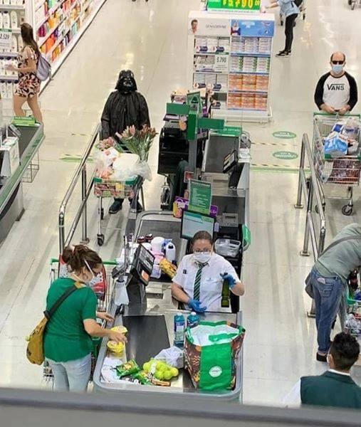 dark vador qui fait ses courses